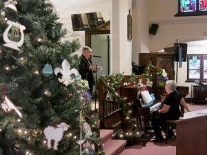 Christmas tree and musicians